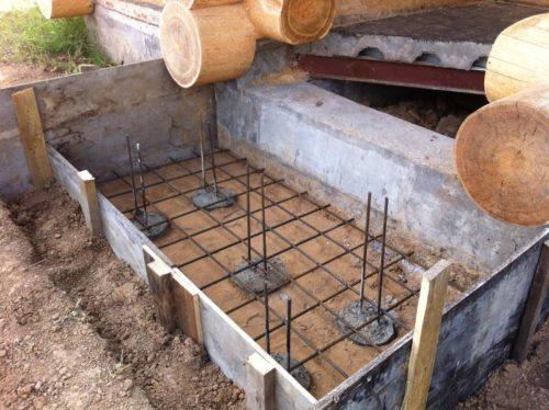 свайный фундамент под крыльцо к дому